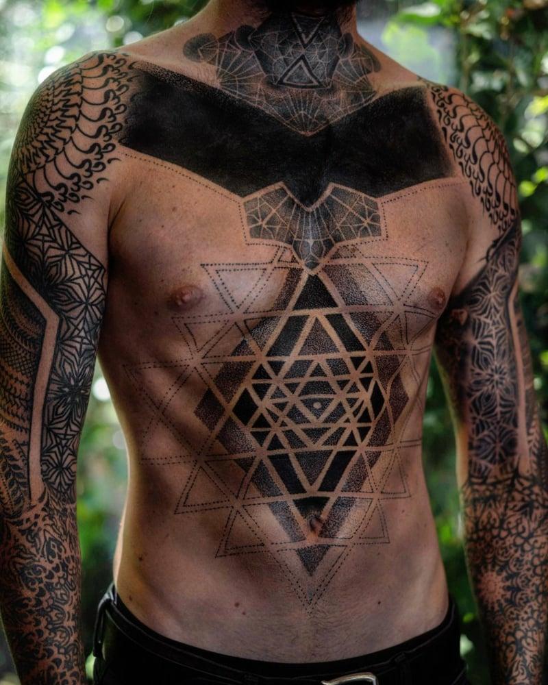 Tätowierung eindrucksvoll Brust Mann