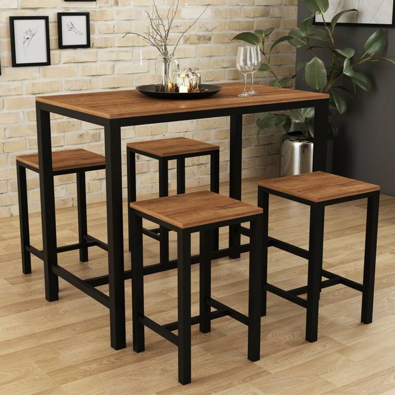 hoher Tisch mit Stühlen
