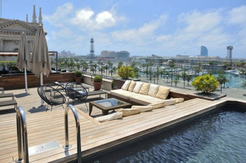 moderne Stadtterrasse mit Pool