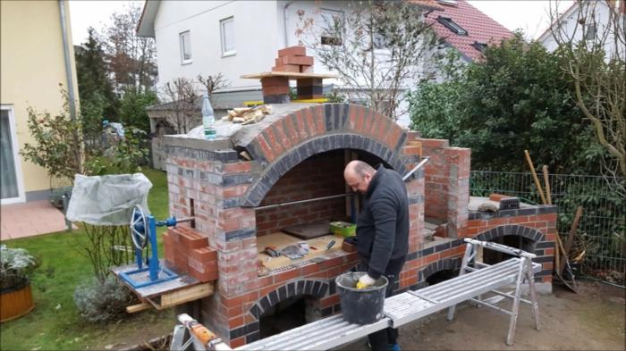 Pizzaofen im Garten DIY