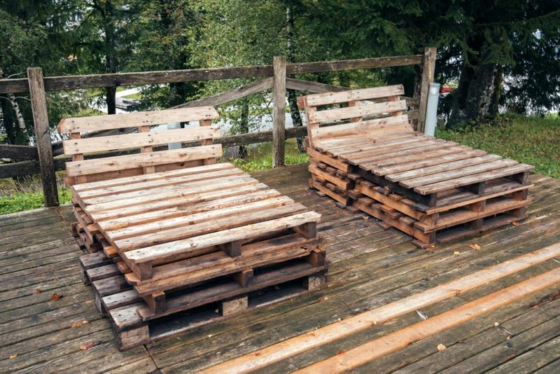 robuste Gartenmöbel aus Paletten