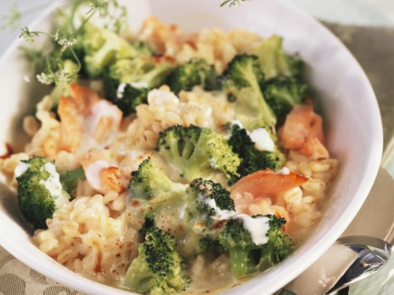 Gratin mit Brokkoli und Fisch