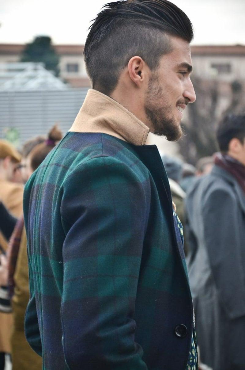 Irokese Männerfrisur nach hinten gestylt