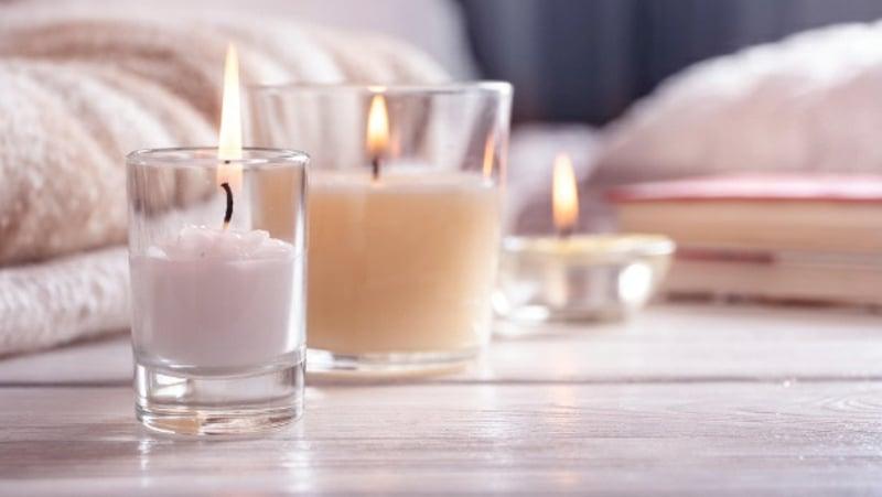 Duft Kerzen in Gläsern romantisch