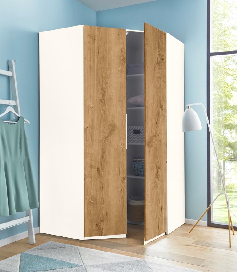 hoher Kleiderschrank Holz weiße Fronten