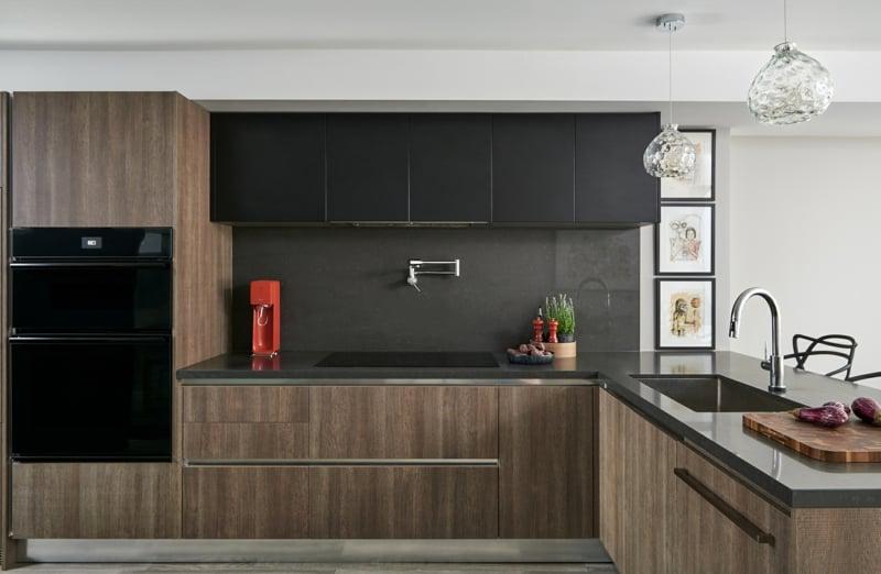 Kücheneinrichtung minimalistisch schwarz Holzmöbel