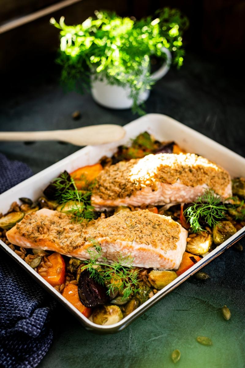 Lachs aus dem Ofen mit Gemüse
