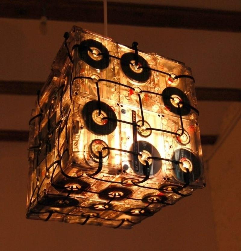 Lampenschirm basteln aus Musikkassetten