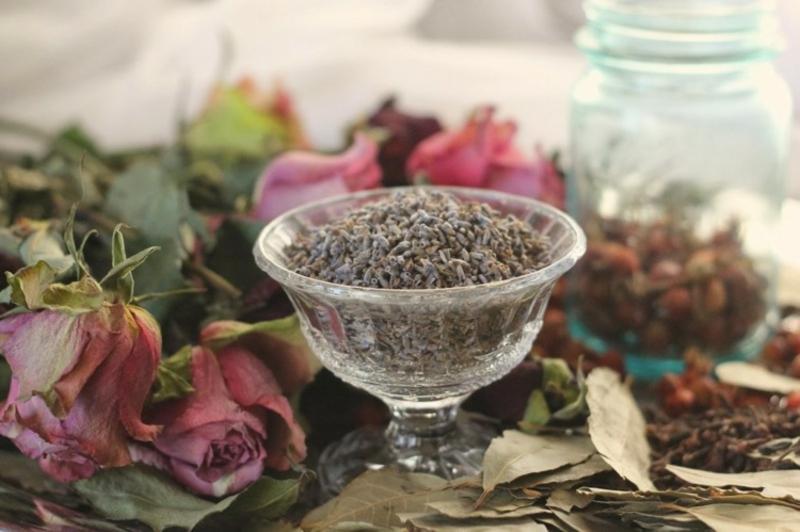 Potpourri zubereiten mit Lavendel