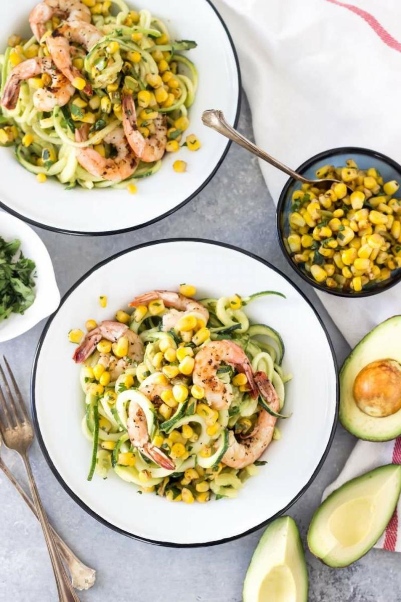 Salat mit Zucchini und Garnelen