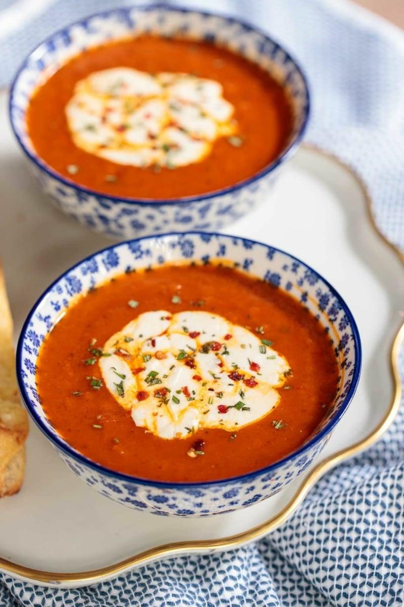 leckere Suppe Paprika Tomaten Schlagsahne