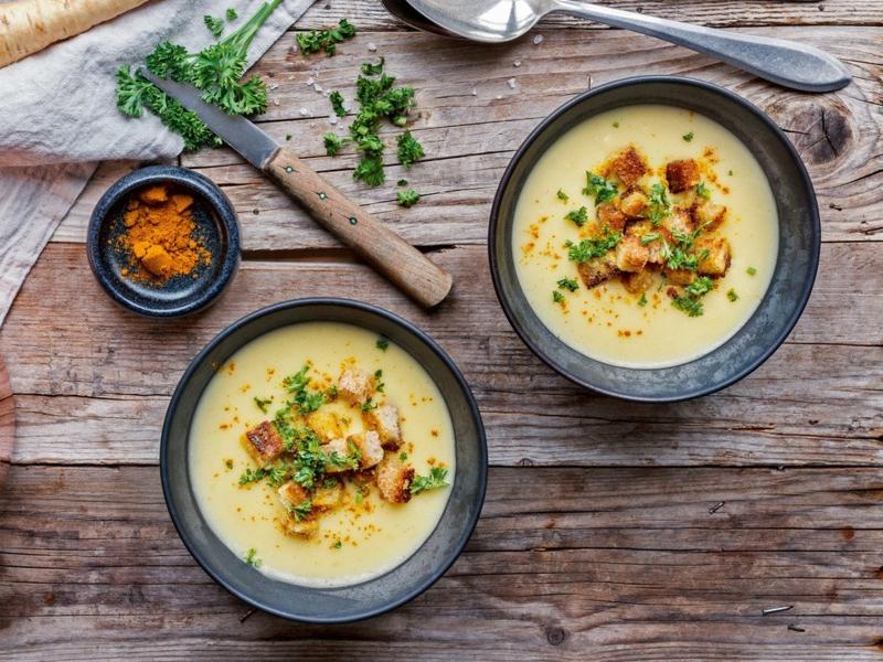 Pastinaken Rezept Suppe servieren