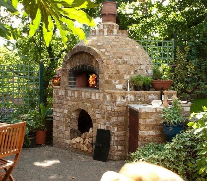 Pizzaofen im Garten Ablagefläche Holz