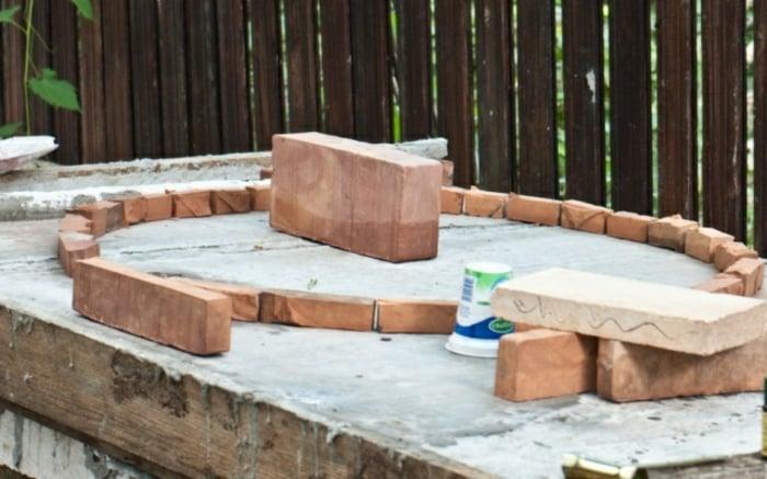 Pizzaofen bauen Boden gestalten