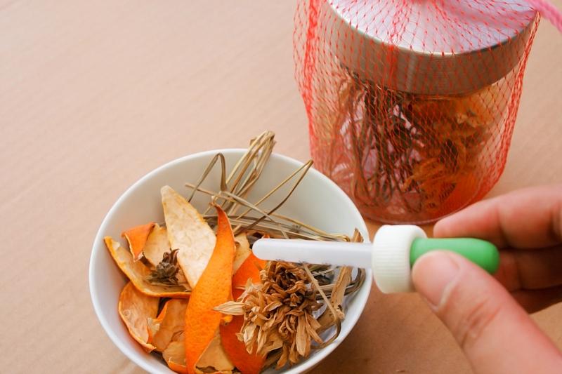 Potpourri zubereiten mit ätherischen Ölen