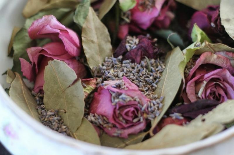 Potpourri machen Rosen Lavendel Lorbeerblatt