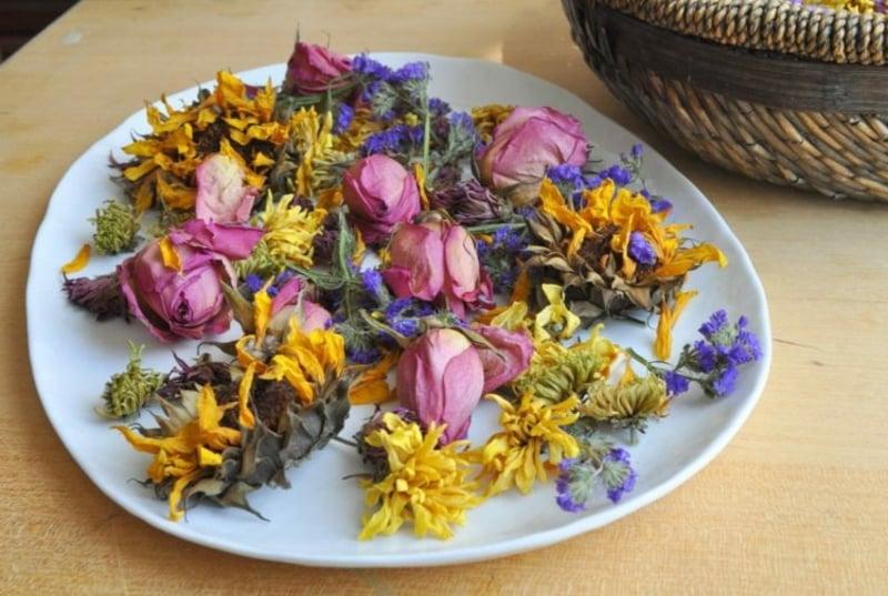 Potpourri machen getrocknete Blumen herrlicher Look