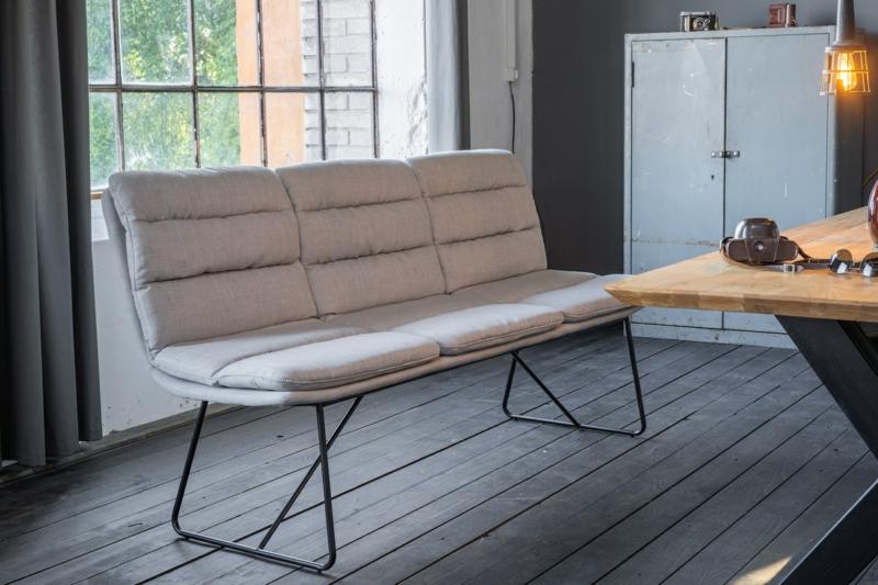 Sitzbank mit weißer Lederpolsterung
