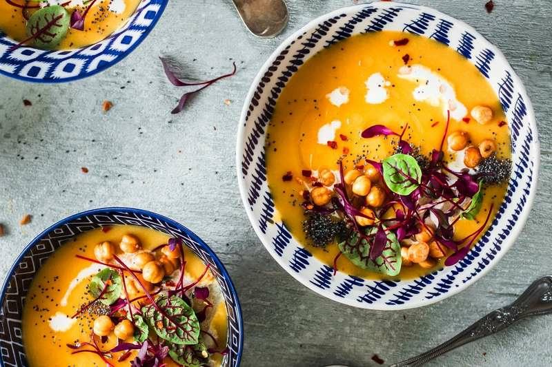 Suppe mit Pastinaken und Karotte