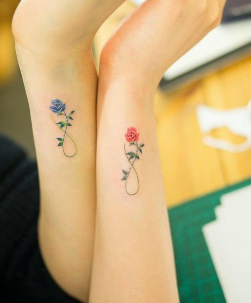 romentische Tattoos Rosen Unendlichkeitszeichen