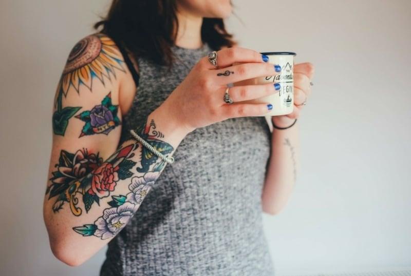 Tattoos für Frauen ab 50 Ideen und Inspirationen