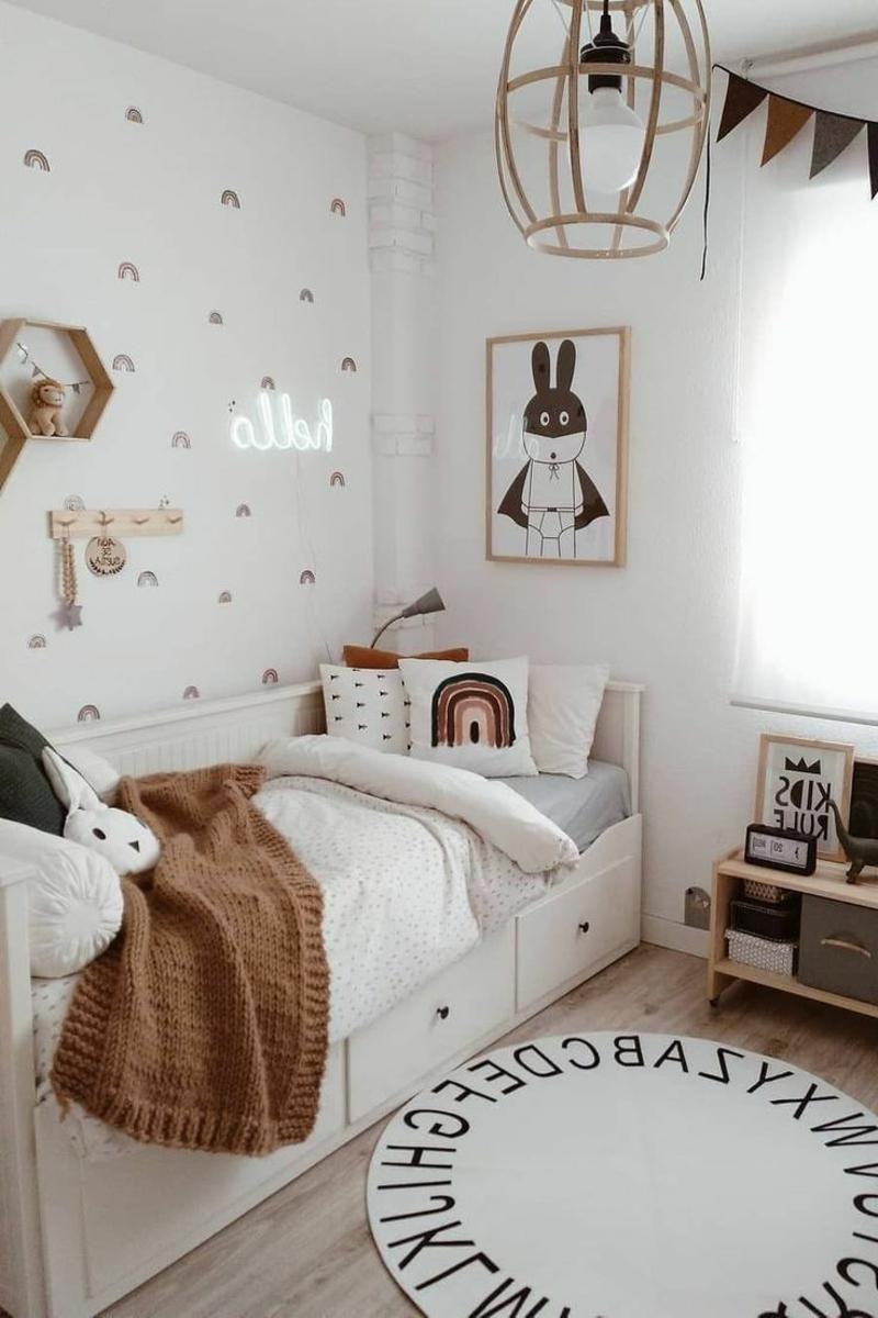 Kinderteppich rund weiß Buchstaben
