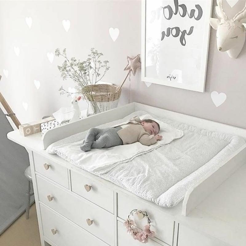 Wickeltisch im Babyzimmer einrichten