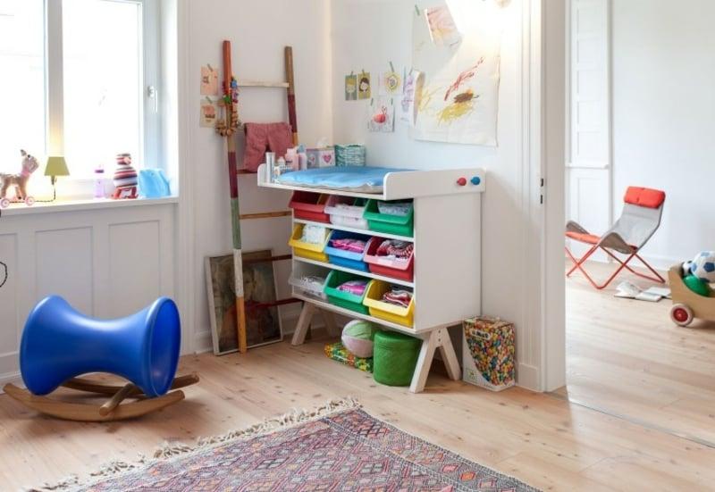 Wickeltisch im Babyzimmer