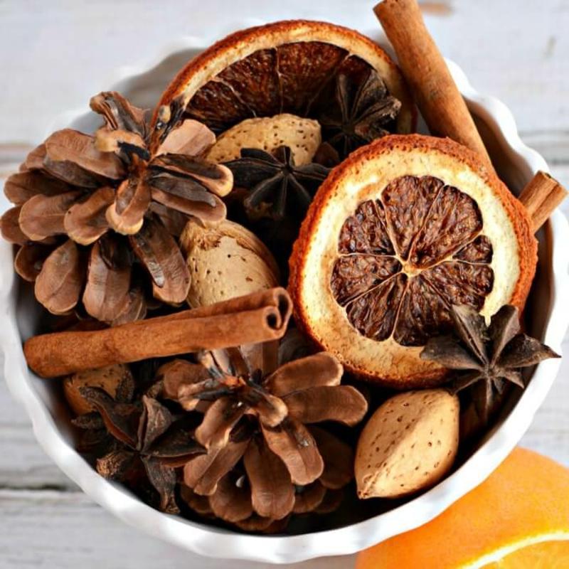 Potpourri zubereiten Herbst Orangen Zimt Nüsse