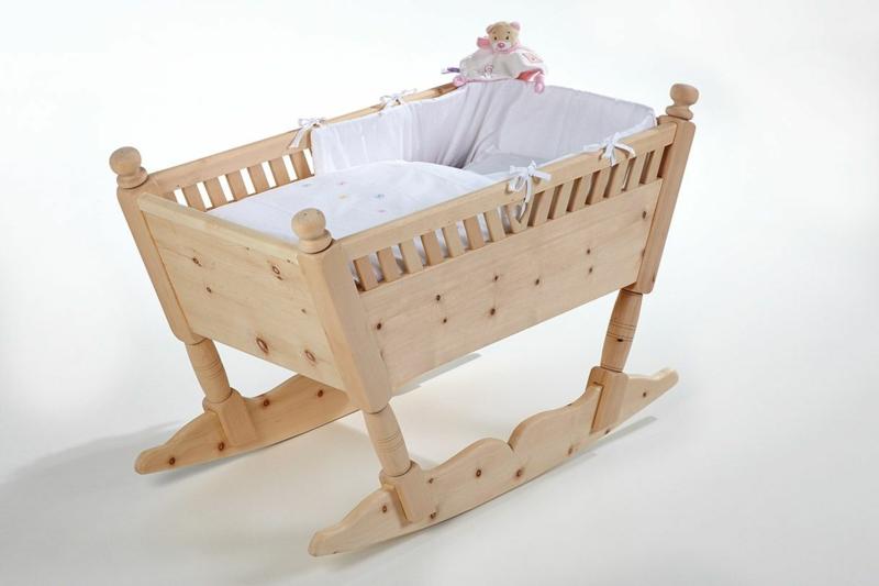 herrliche Babywiege aus Holz süß