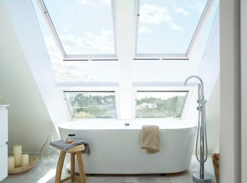 modernes Bad Dachschräge Fenster