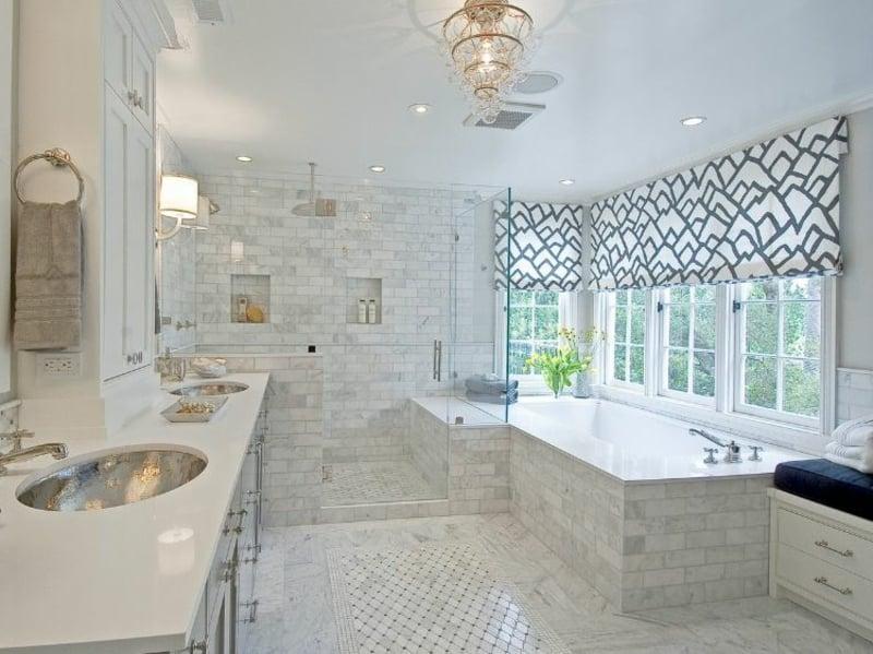 modernes Bad Dusche vor Fenster Sichtschutz