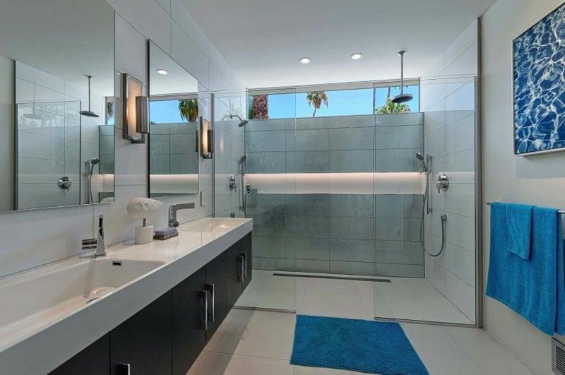 Dusche vor Fenster hoch modernes Bad