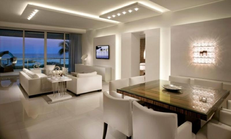 moderne abgehängte Decke mit LED Leuchten