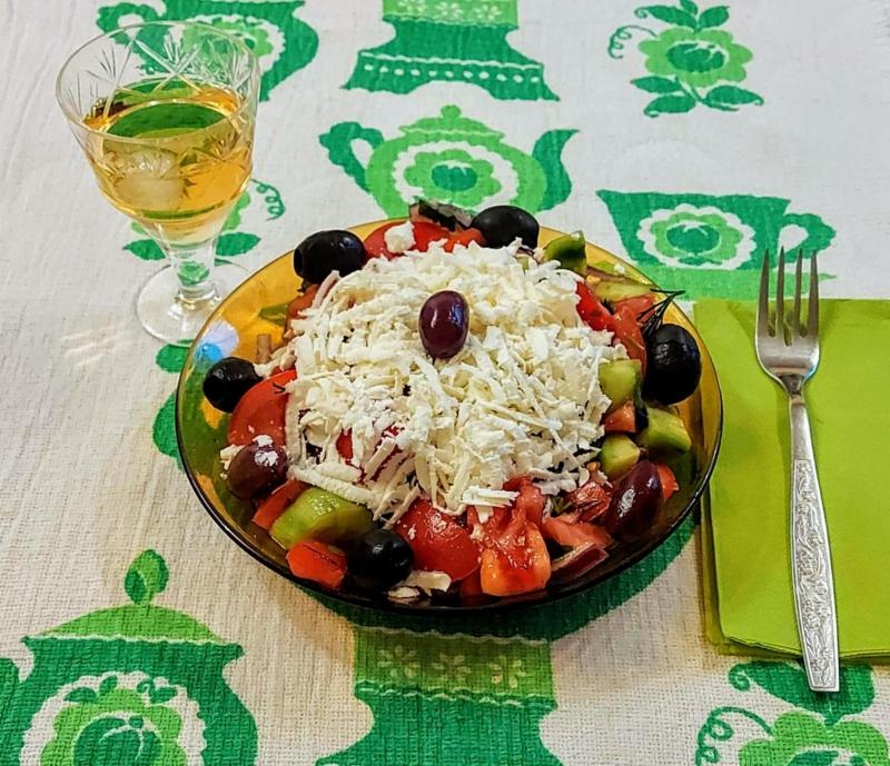 Serviervorschlag Schopska Salat