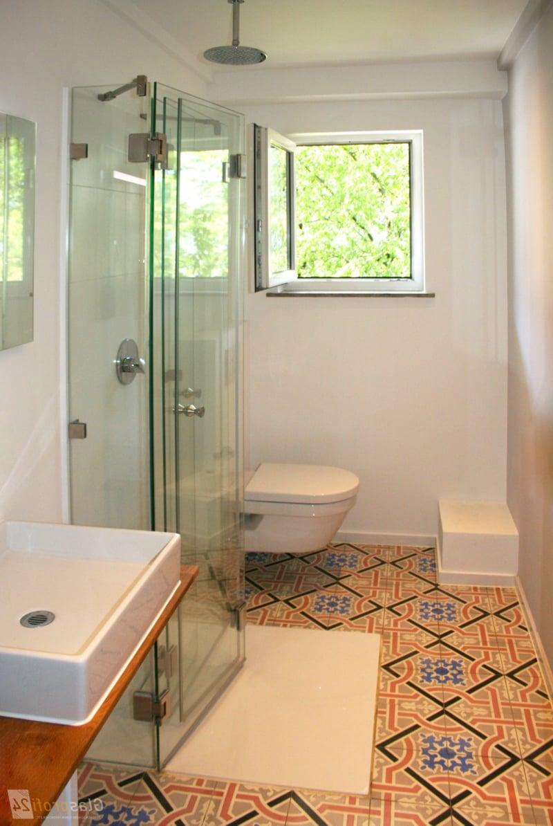 Dusche vor Fenster Badezimmer