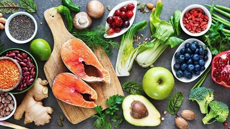 Lebensmittel reich an Proteinen und gesunden Fetten