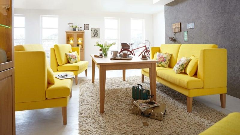 Küchensofa und Sessel in Sonnengelb