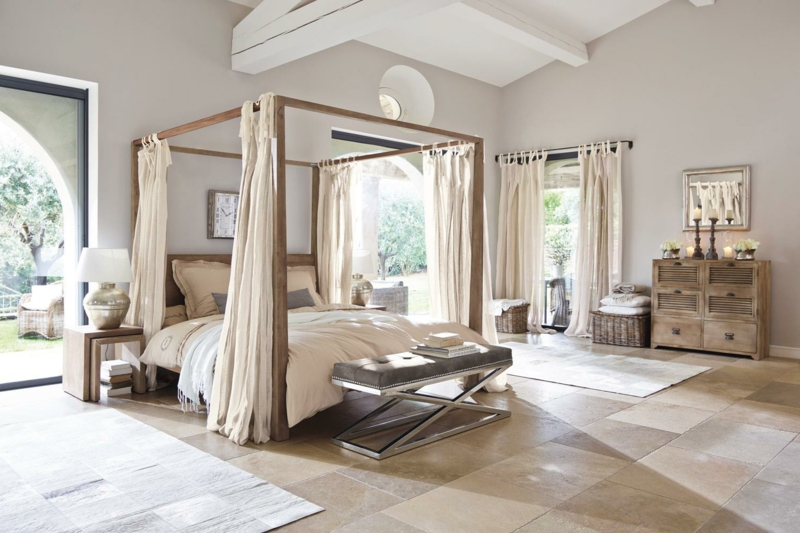 Bett romantisch Holzgestell Betthimmel