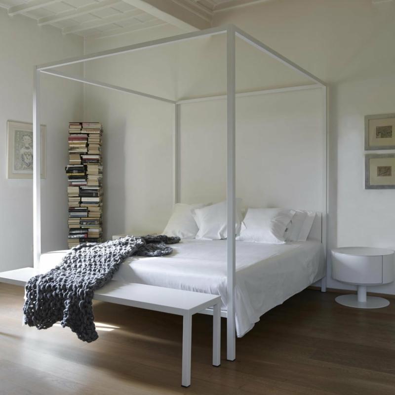 prachtvolles Bett in Weiß