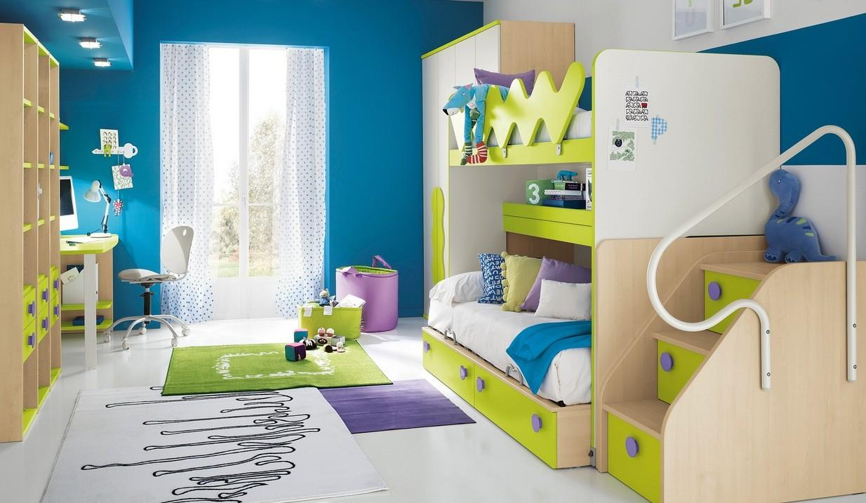 Märchenhaftes Kinderbett aus Holz
