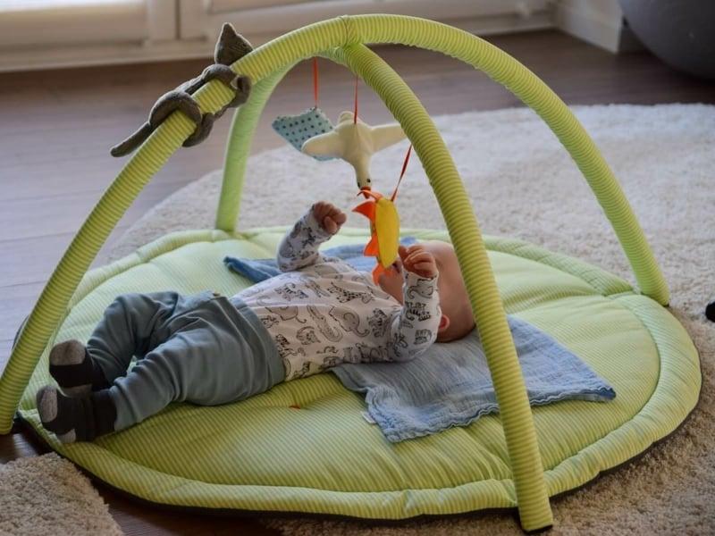 weiche Krabbeldecke Baby spielen
