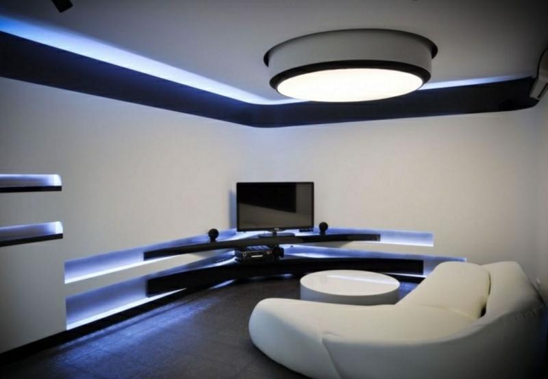 minimalistisches Wohnzimmer mit Schrankwand