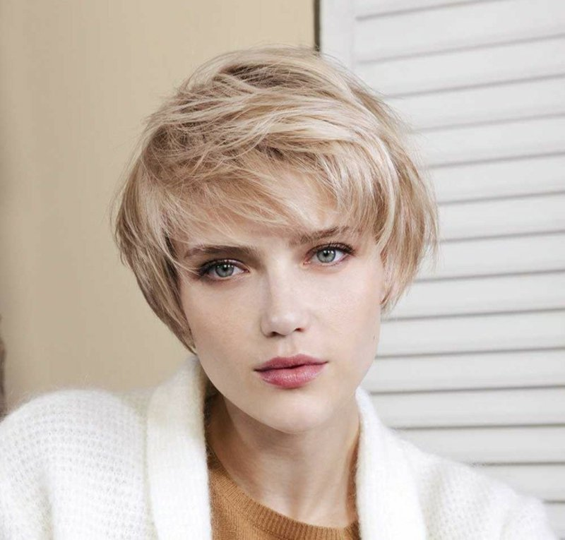 Pixie Cut stilvoll blonde Haare