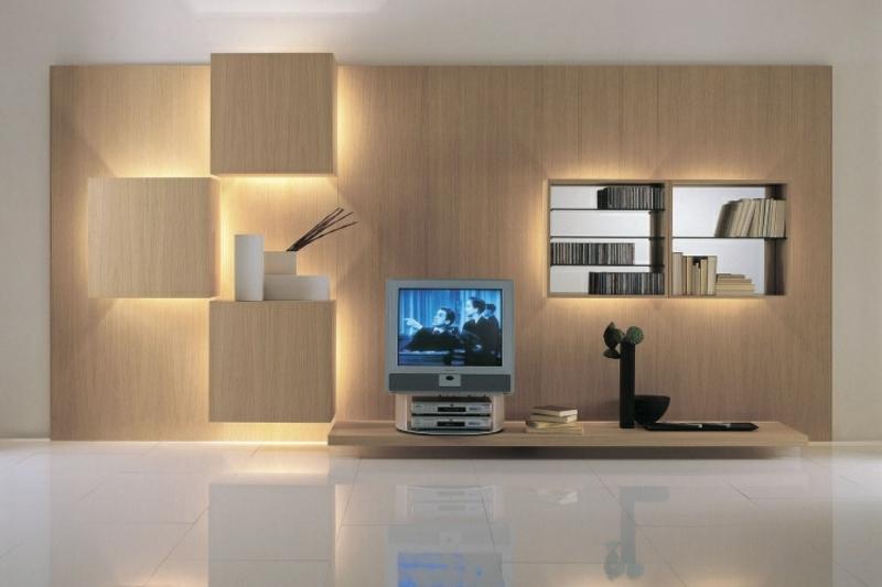 Schrankwand mit quadratischen Holzregalen