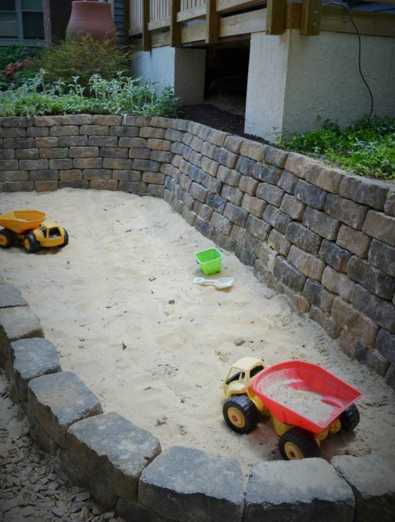 Sandkasten selber bauen aus Stein