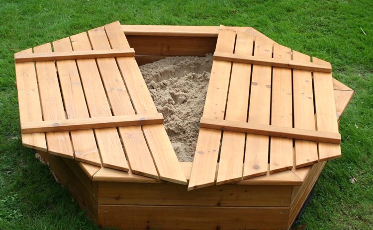 Sandkasten selber bauen Holz Sechseck