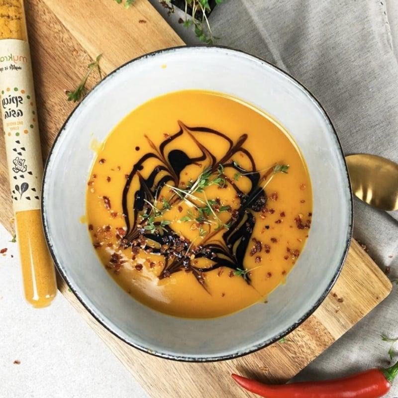 Asia Curry Suppe mit Kokosmilch und Sojasauce