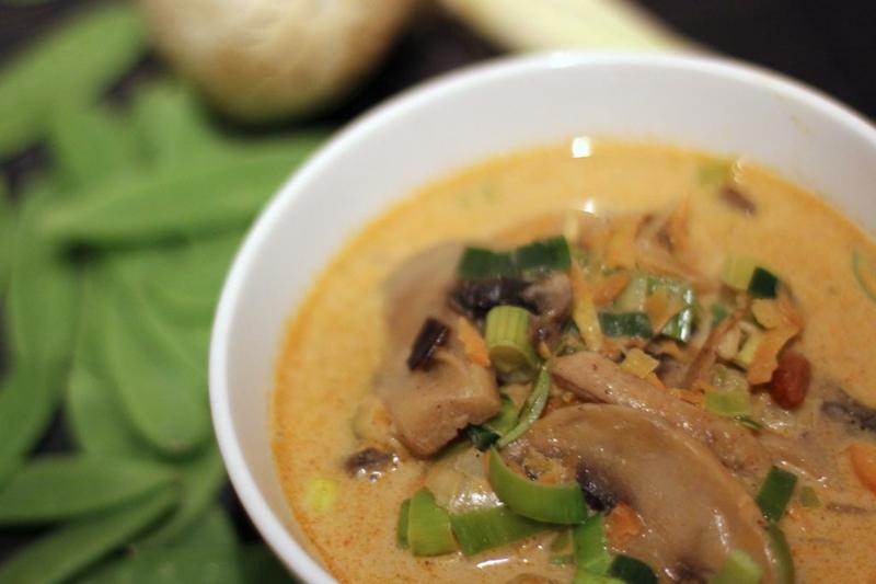Suppe mit Kokosmilch und Pilzen