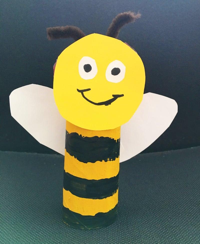 DIY Biene aus leerer Klorolle